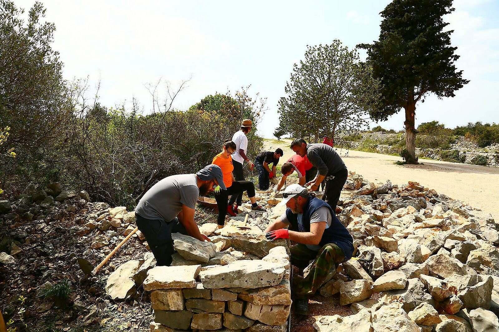 foto 01 volonteri-suhozidarike-izgradili-28-metara-novog-suhozida-05
