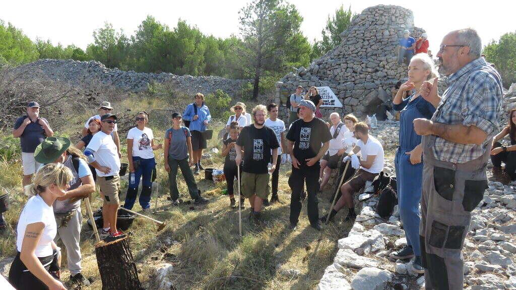 Foto - uvodna rijec Zaltka Rodin i Jadran Kale
